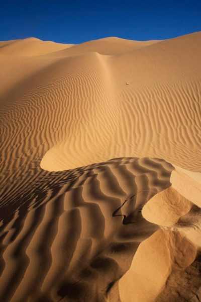L'immagine delle dune del deserto in Tunisia, durante uno dei corsi in viaggio Periagogè