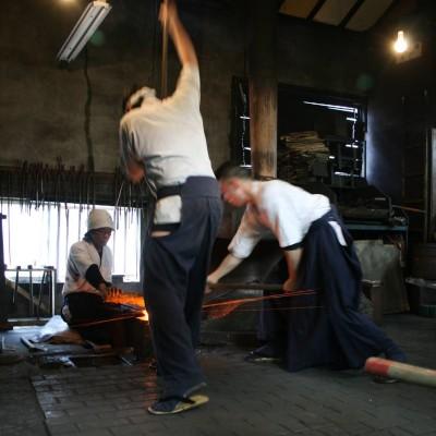 La forgia del maestro Yoshindo Yoshihara